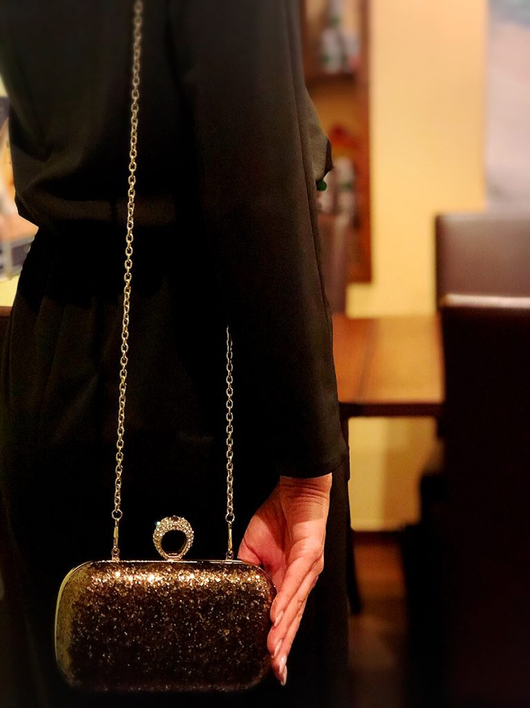 Clutch bag is party manner