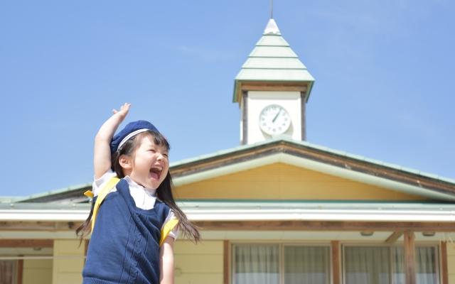 A kindergarten girl yelling.