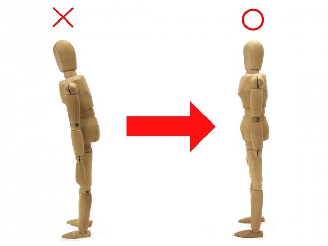 姿勢を正す木人形
