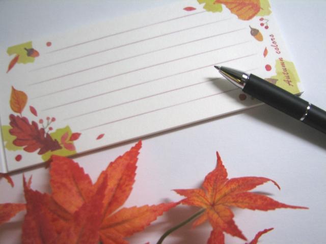 都会に聳え秋のイメージの一筆箋と万年筆立つビルと桜