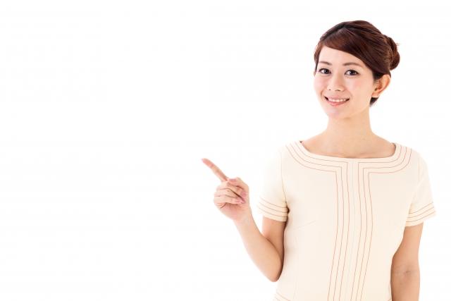人差し指でポインティングする女性の写真