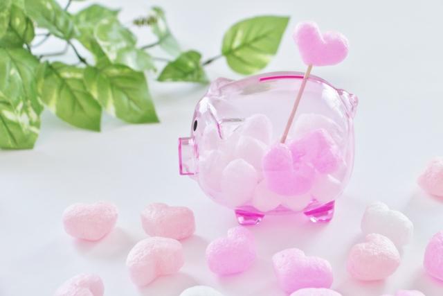 ピンクの透明子豚の貯金箱