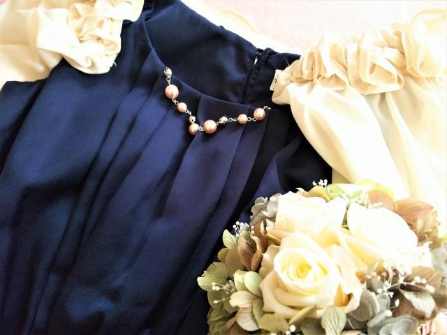 結婚式に来て行くドレスの写真