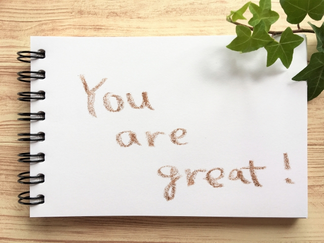 誉め言葉の書かれたノートの写真