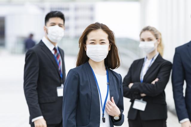 マスクをしたビジネスパーソンたち