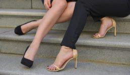 ハイヒールをカッコ良く履きこなす女性の足元